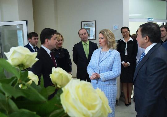 Белые розы благотворительный фонд в москве